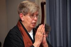 Linda erhält ihre Übertragung als Zen-Lehrein
